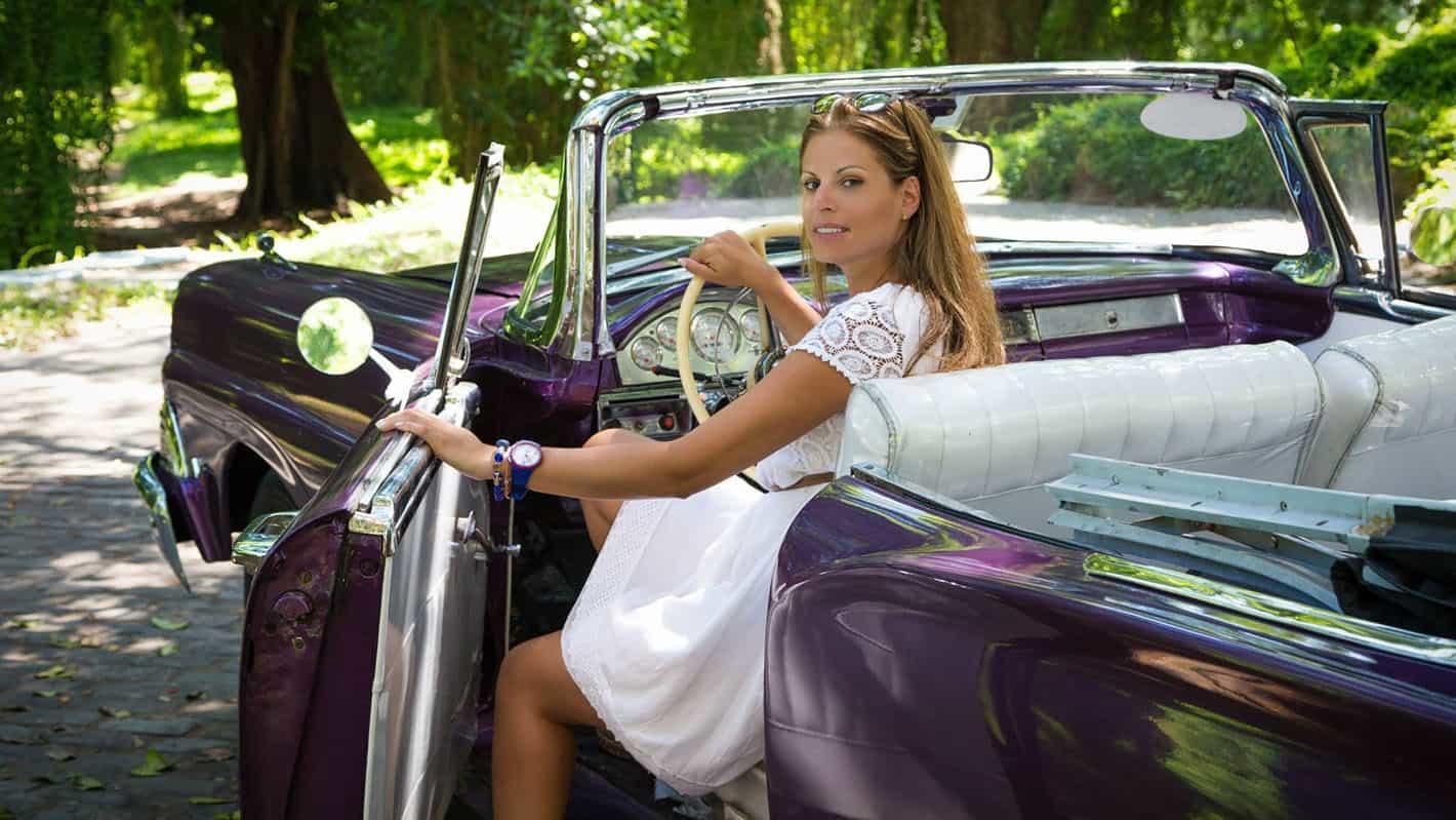 Γαμήλιο ταξίδι στην Κούβα | Νύφη σε αυτοκίνητο αντίκα