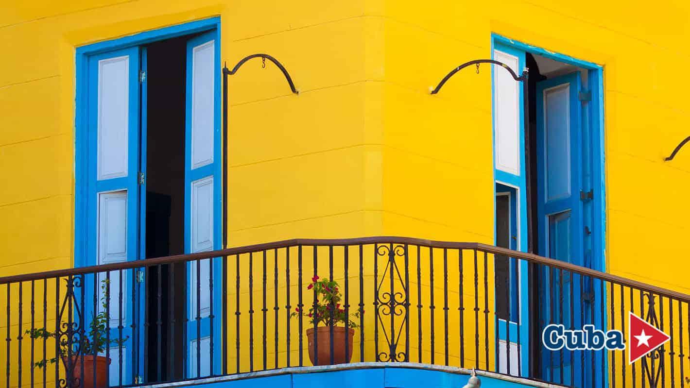 Μπαλκόνι σπιτιού στο ιστορικό κέντρο της Αβάνας