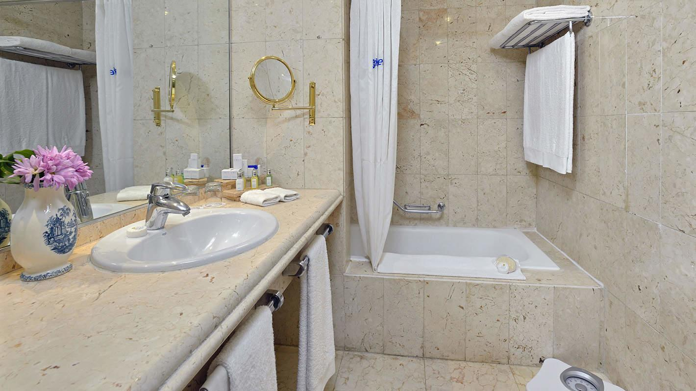 Standard Room Bathroom at Melia Cohiba Hotel