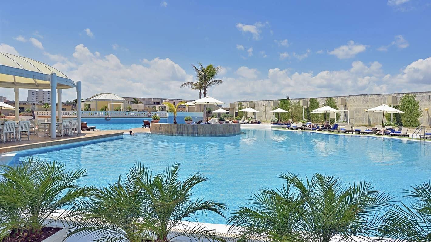 The pool of Melia Cohiba Hotel