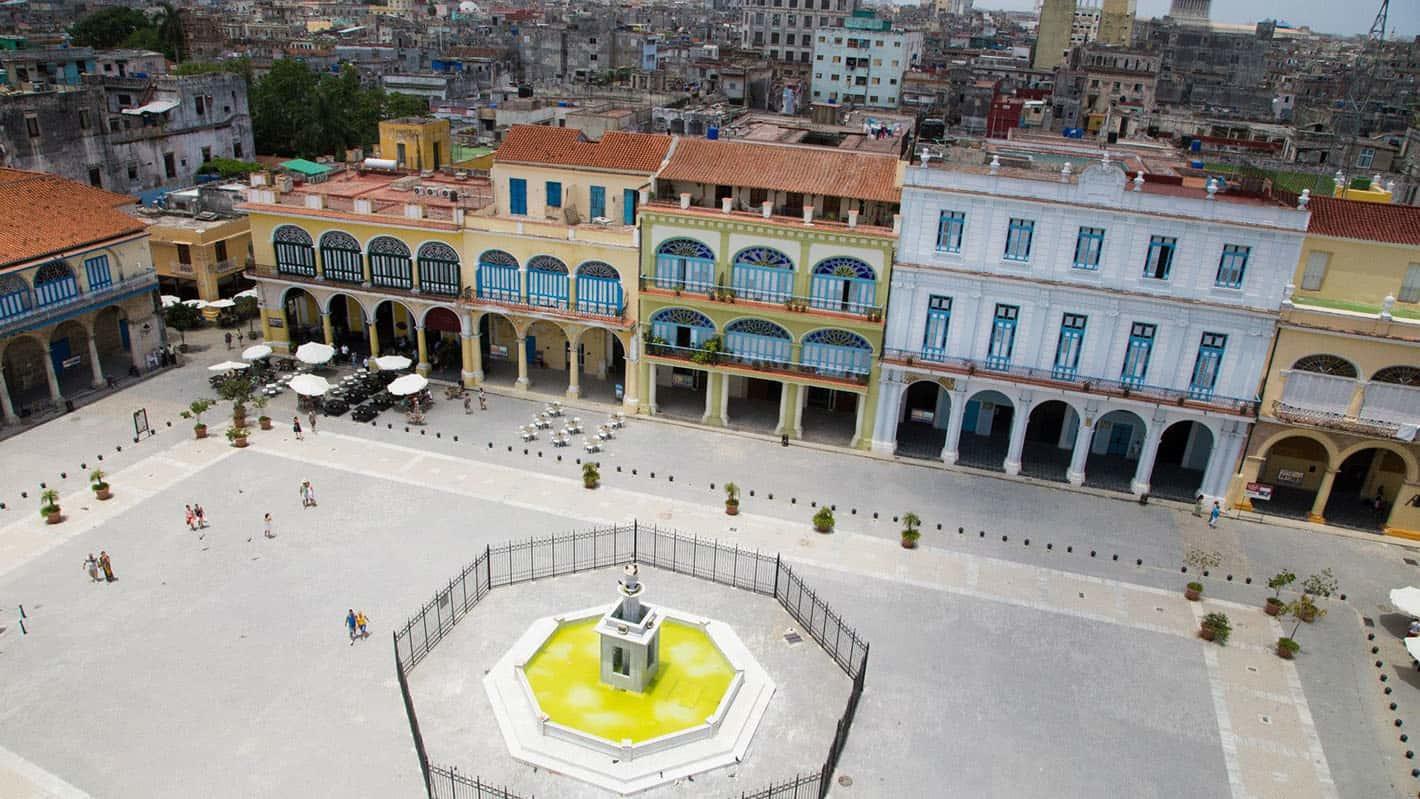 Panoramic photo of plaza vieja in havana 1