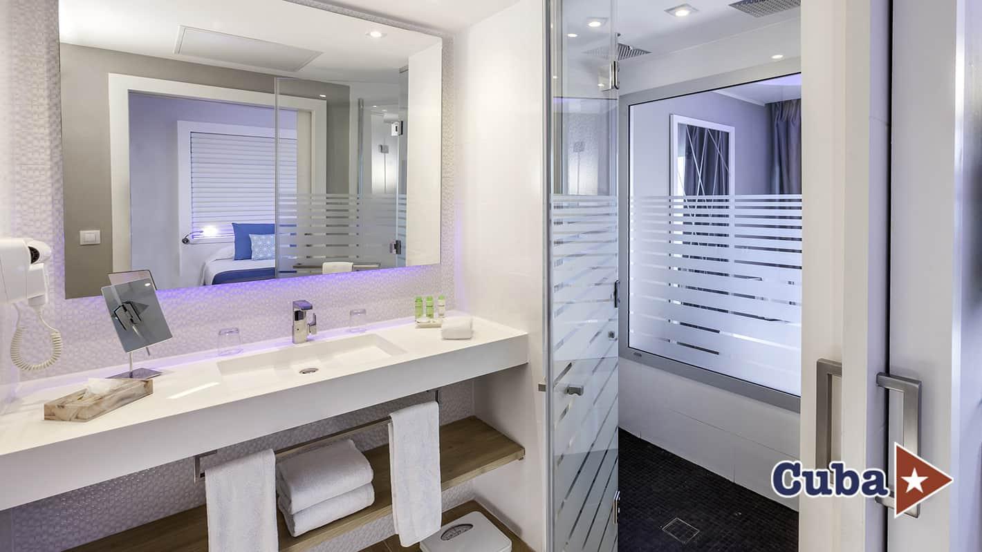 Paradisus los cayos cayo santa maria junior suite bathroom
