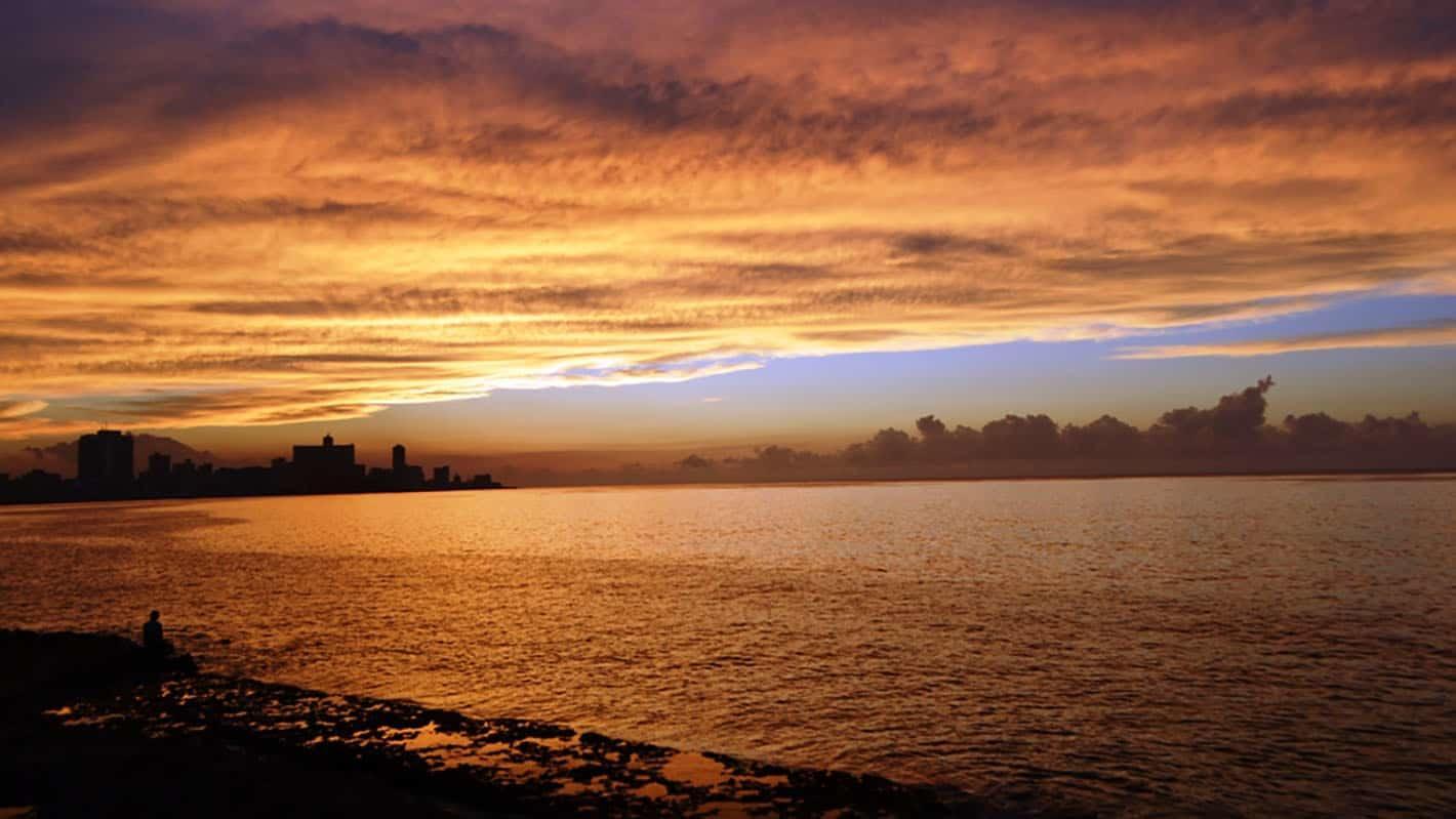 Skydream travel cuba stories road trip cuba havana malecon2
